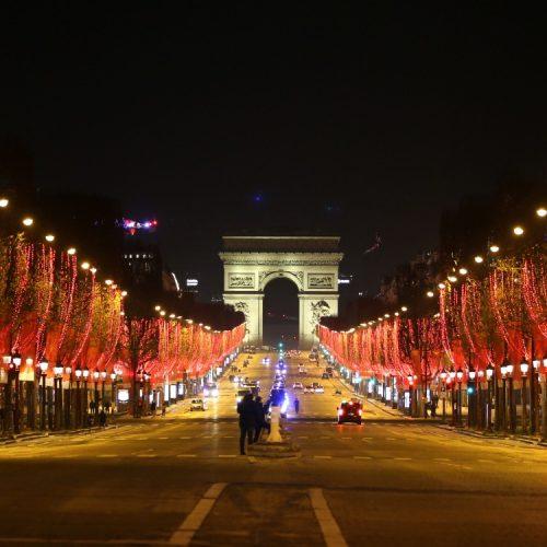Avant-c-etait-la-folie-sur-les-Champs-Elysees-la-celebre-avenue-vide-lors-du-Nouvel-An